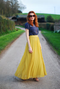 How to Wear Pleated Maxi Skirt