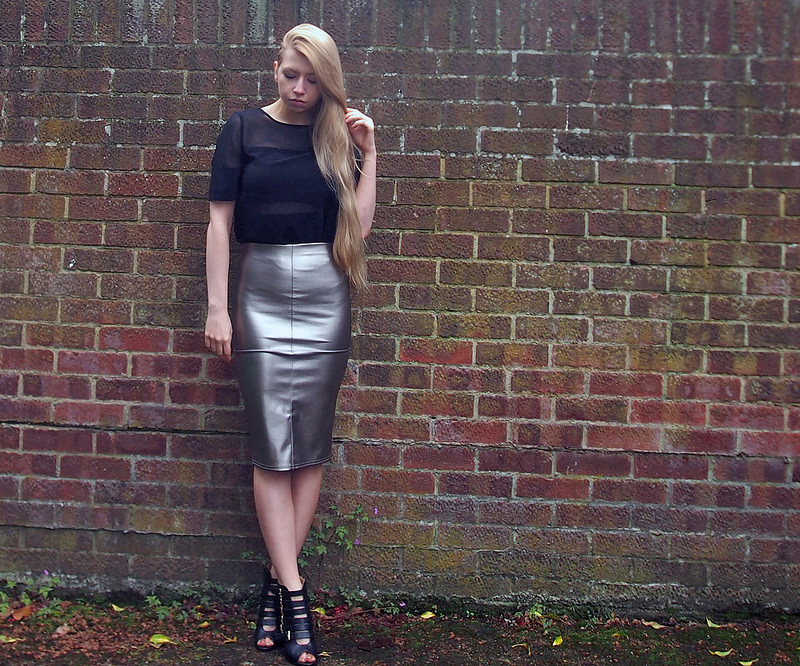 ecbe19364b9 Tops to Wear with Metallic Pencil Skirts