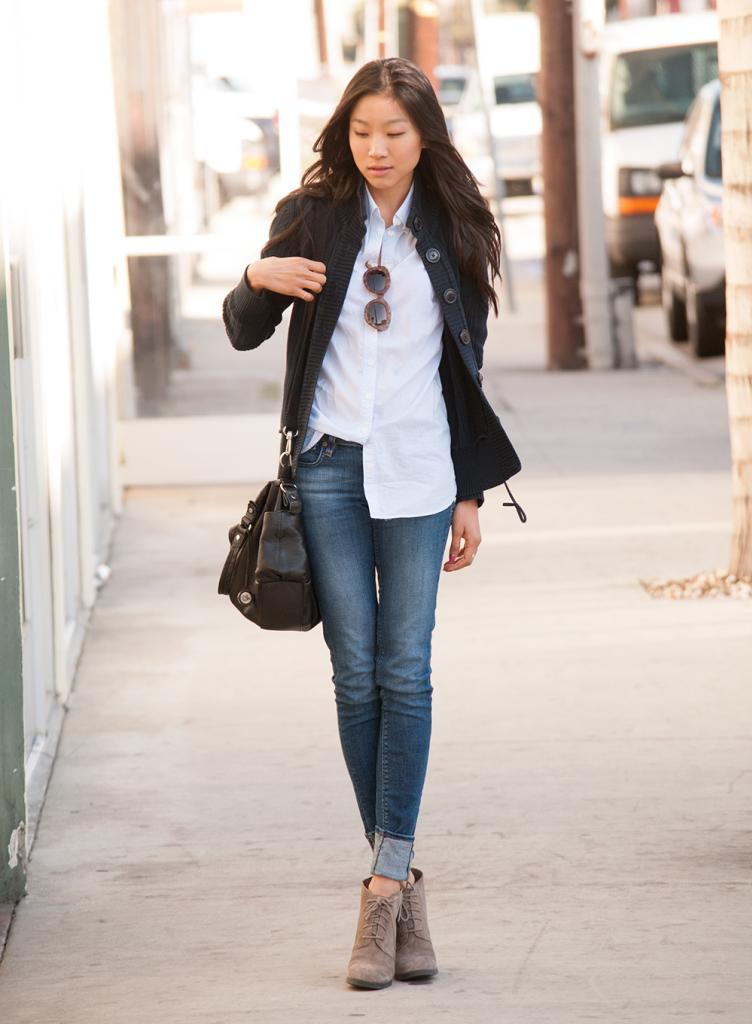 If you're a fan of slim-fit jeans (which we'll assume you are), you've probably faced the following dilemma at least once during your life: You've put together a super-cute outfit with your favorite pair of your tightest denim, and you have absolutely no idea what shoes to wear with skinny.