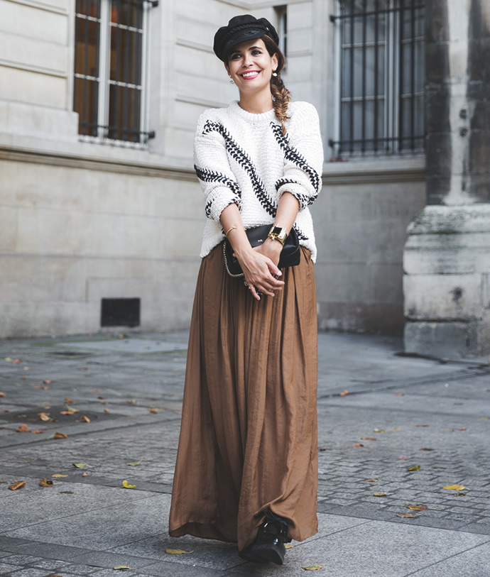 a50ee5afa How to Wear Oversized Sweaters | StyleWile