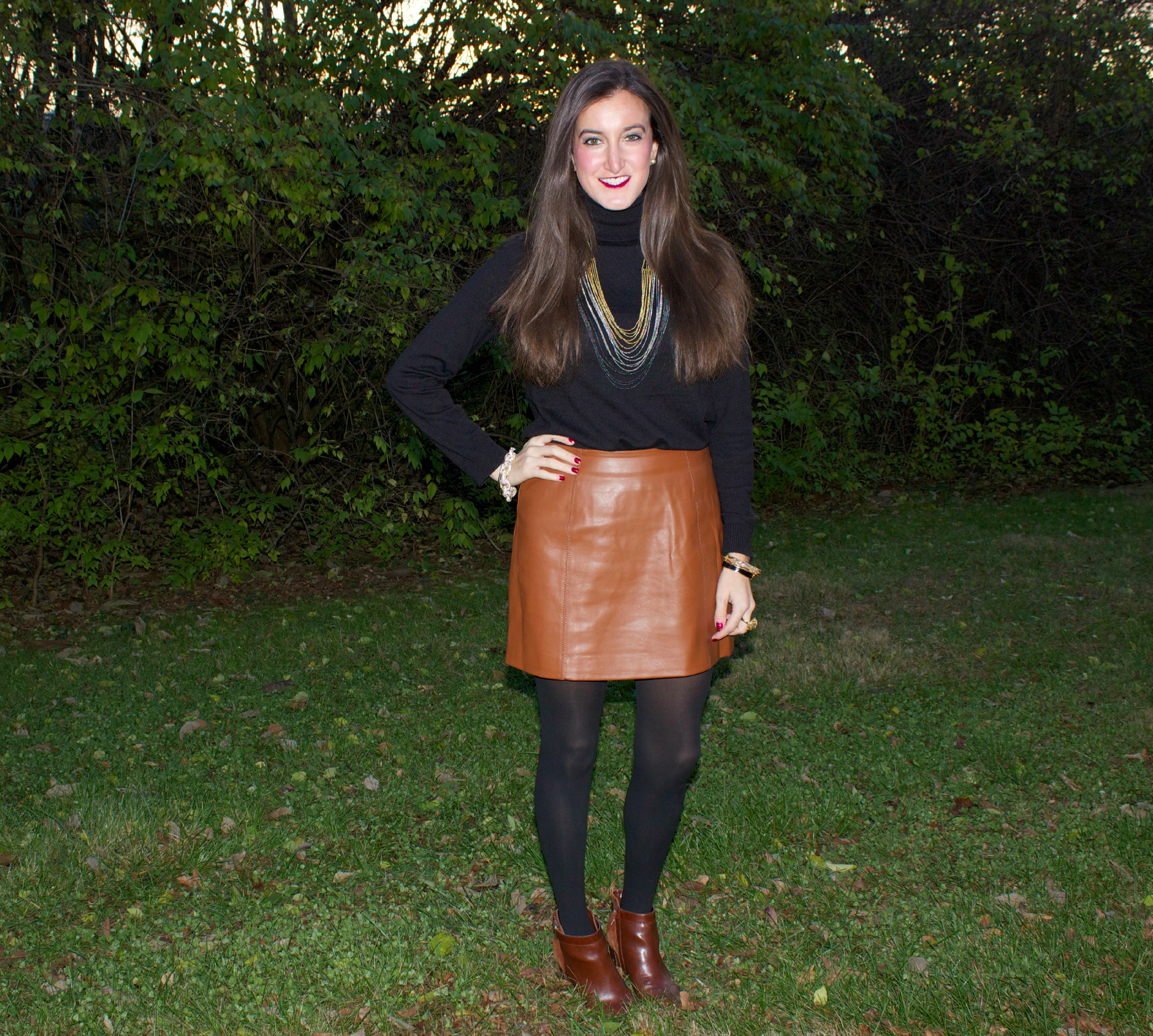 Brown Leather Skirt Outfits