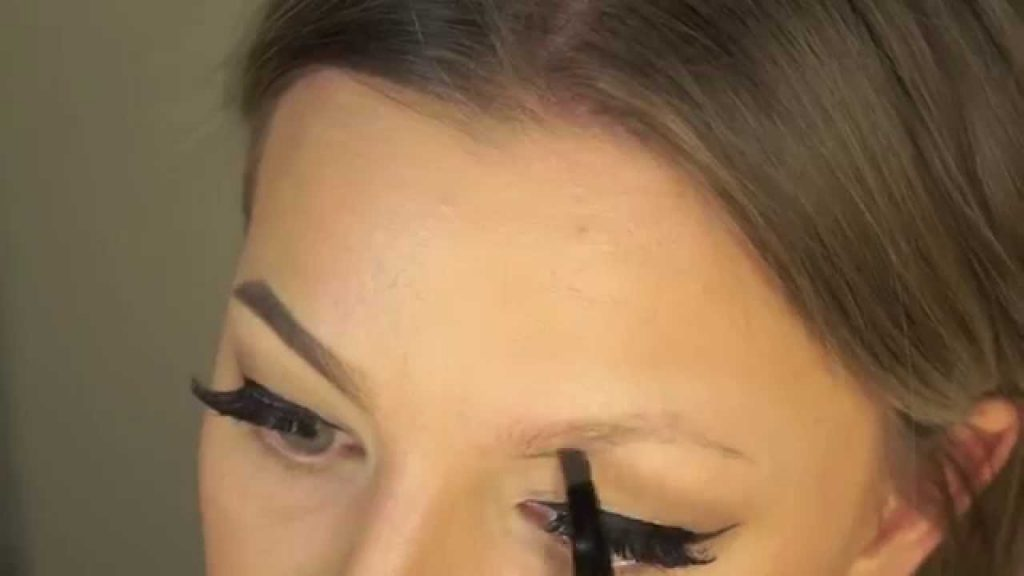 How to Fill in Eyebrows with Powder