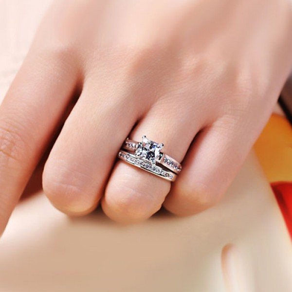 How to Wear Wedding Ring Set